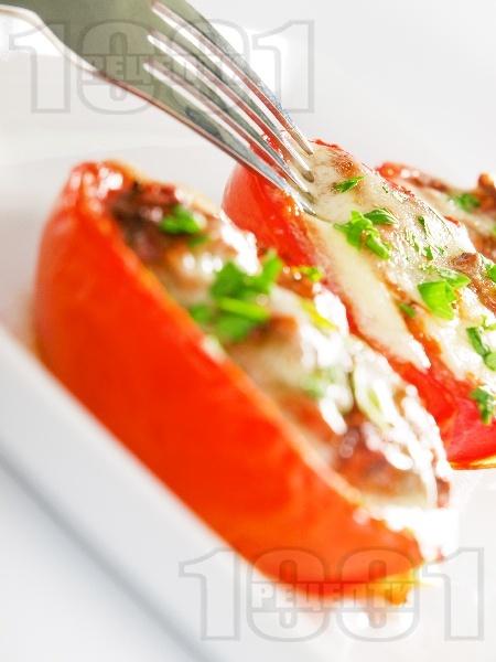 Пълнени печени домати с гъби и сирене моцарела - снимка на рецептата